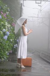 ウェディングドレスと6月の雨